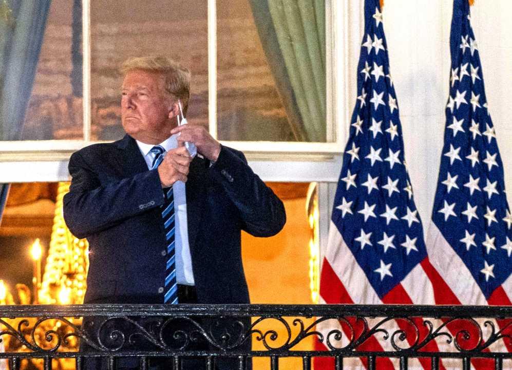 Elezioni USA, Facebook e Twitter contro le fake news. Trump furioso