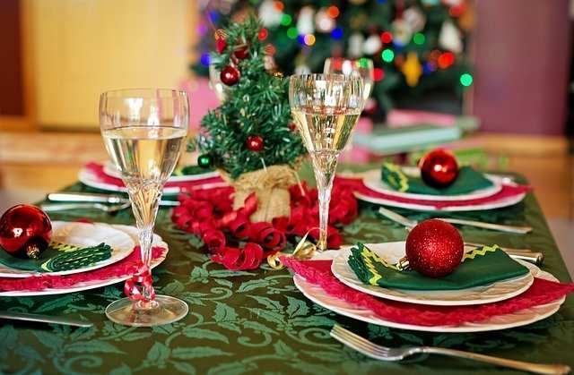 Idee addobbi natalizi per la tavola