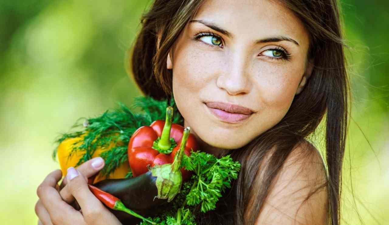 Alimentazione-Pelle sana- Cosa mangiare-SoloNotizie24.it