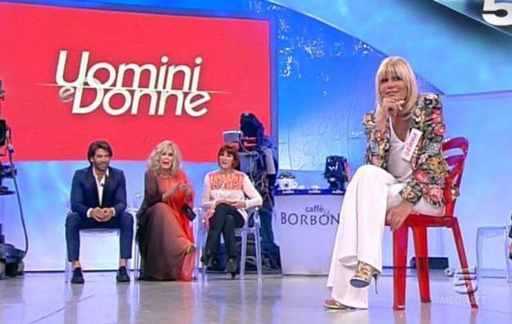 Tina umilia Gemma - Solonotizie24