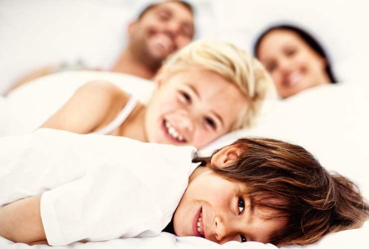 Coccole prima di andare a dormire-Genitori figli-SoloNotizie24.it