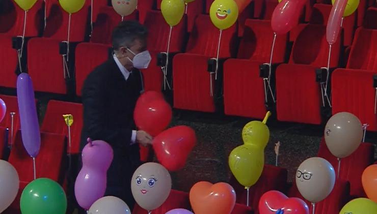 Fiorello e i palloncini all'Ariston