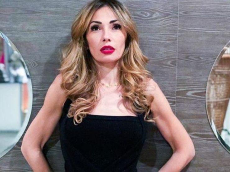 Ida Platano minigonna - Solonotizie24