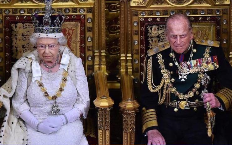 Regina Elisabetta corona - Solonotizie24