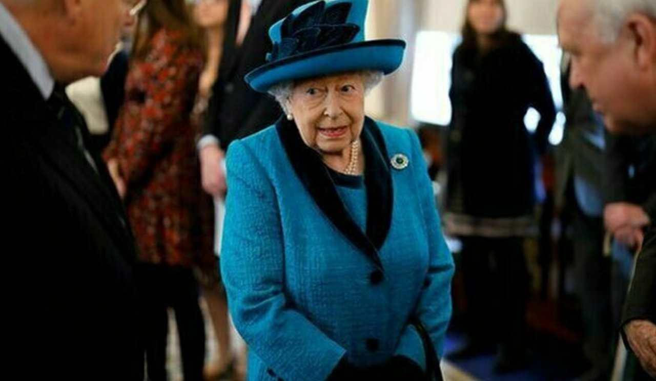 Regina Elisabetta incursione Buckingham Palace - Solonotizie24