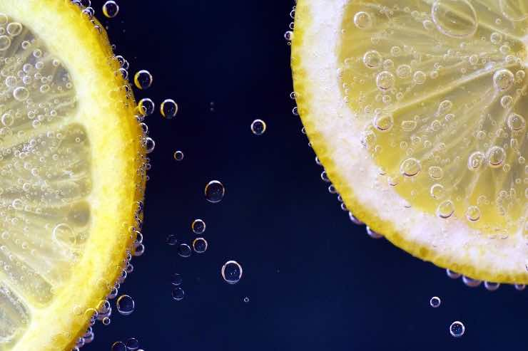 acqua e limone la sera