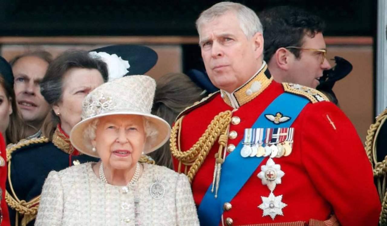 Regina Elisabetta Principe Andrea - Solonotizie24